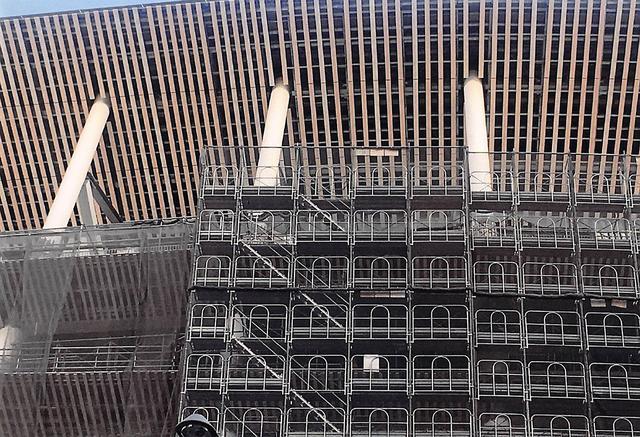 画像: iPhoe SE で2019年2月に撮影した新国立競技場の工事の様子。TS7330 で印刷後、スキャナーで取り込み掲載。