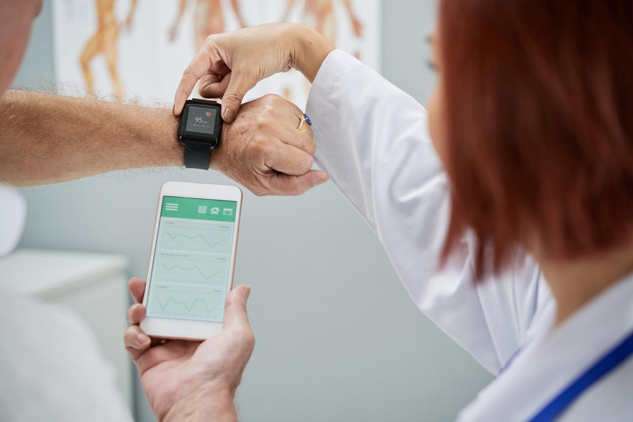 画像: 大学病院も使用するFitbitのビッグデータ
