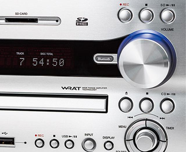 画像: ●操作ボタンは3系統ある CD、SDカード、USBメモリーと、メディアごとに独立した操作ボタンを配置。