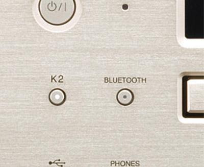 画像: ●K2のオン/オフが可能 高音質化機能、K2のオン/オフボタン兼インジケーター(オン時は白く点灯)。
