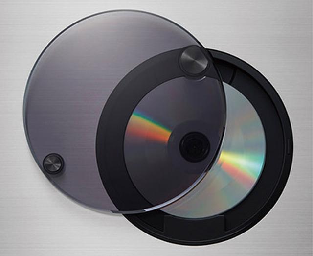 画像: ●CD再生部は天面にある トップローディング方式のCD再生部。アクリルの扉を閉めると再生が始まる。
