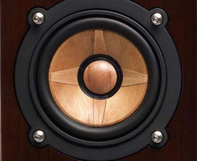 画像: ●ウッドコーンを採用 自然な音を目指し、本物の木を振動板に採用したフルレンジ・ウッドコーンスピーカー。