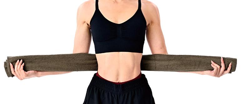 画像1: タオル1本で行う「肋骨締め」のやり方