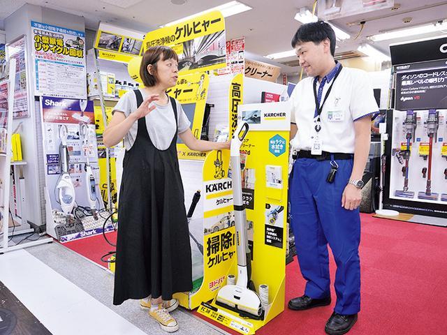 画像: ほかにはない仕組みに引かれ、購入するお客さんが多い。大掃除をする年末に向けて、さらに需要アップが予想される。