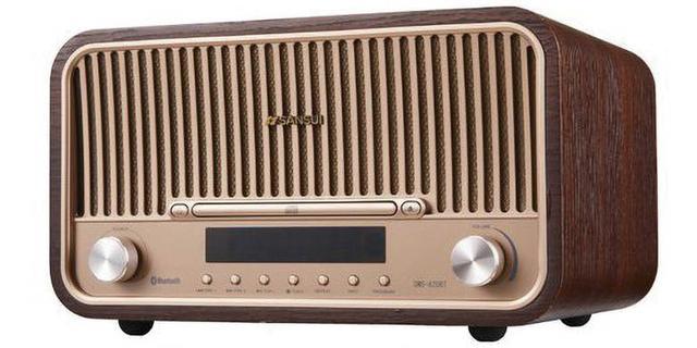 画像: 昔のラジオのようなデザインで、インテリアとしても楽しめそう。ラジオの受信だけでなく、CDの再生もできるので実用的。価格も手ごろだ。