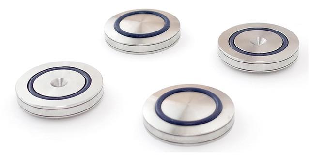 画像: 1点支持によって外部からの振動を受けにくくするステンレス製インシュレーター。