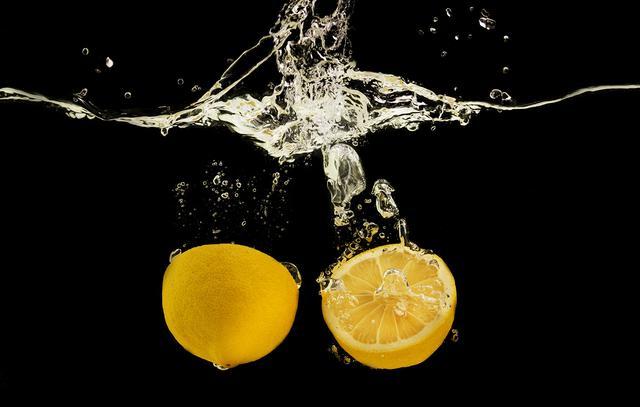 画像: レモンサワーとレモンチューハイの違いは?