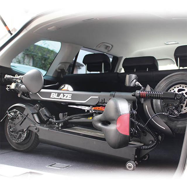 画像1: 公道走行可能な折り畳み電動原付バイク「BLAZE EV SCOOTER」