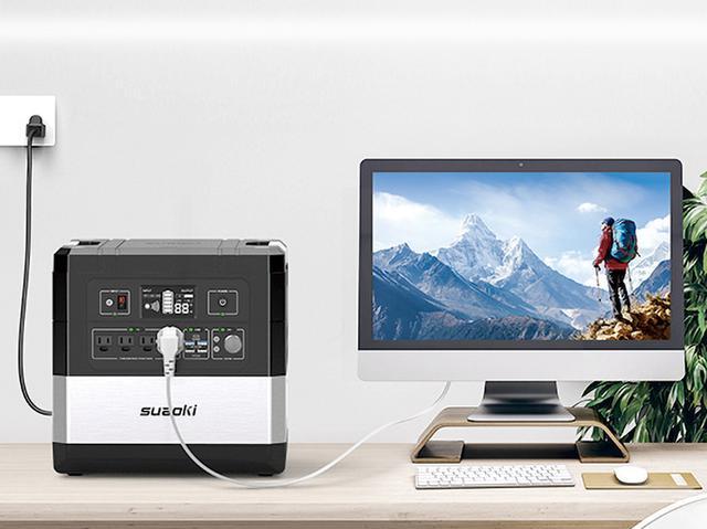 画像: 家庭用コンセントとパソコンとの間につないでおけば、突然の停電時には内蔵蓄電池からパソコンに電力を供給。