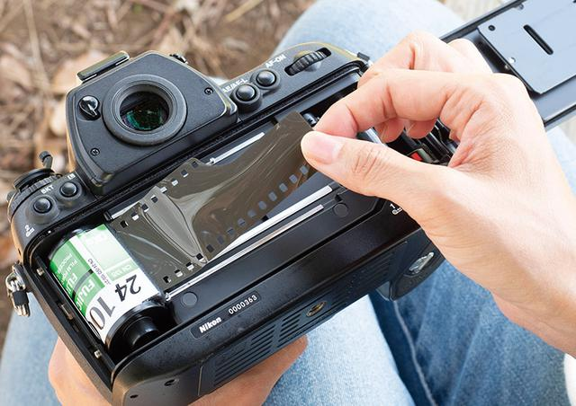 画像2: 【フィルムカメラの使い方】フィルムの装填方法・撮影時に気を付けたいポイント