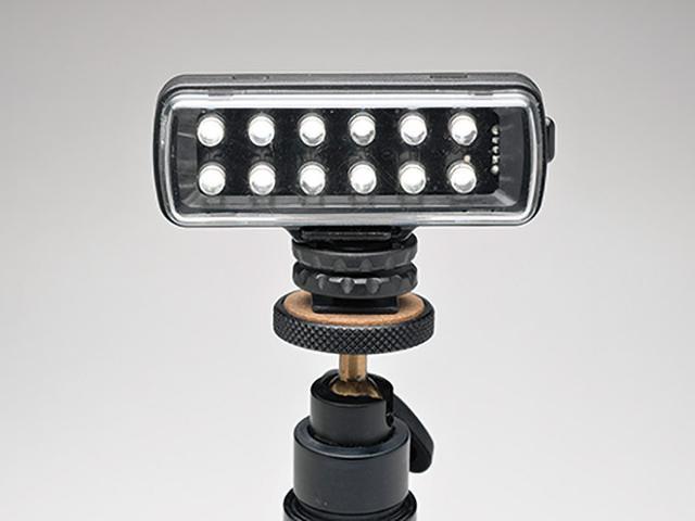 画像: コンパクトな製品でも、写真用ライトは演出力が高い(写真はマンフロット.12ML120)