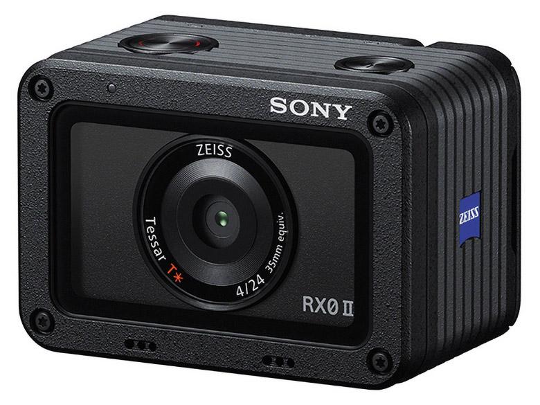 画像: 幅59ミリの小型ボディにツァイスブランドの24ミリレンズを搭載。16コマ/秒の連写に加え、4K・30p動画の撮影も可能だ。