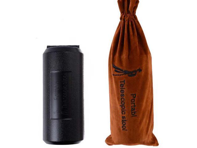 画像: 折り畳み時 は、高さ17.5センチ×直径7.5センチ(写真左)。携帯に便利な 収納袋も付属 する(写真右)。