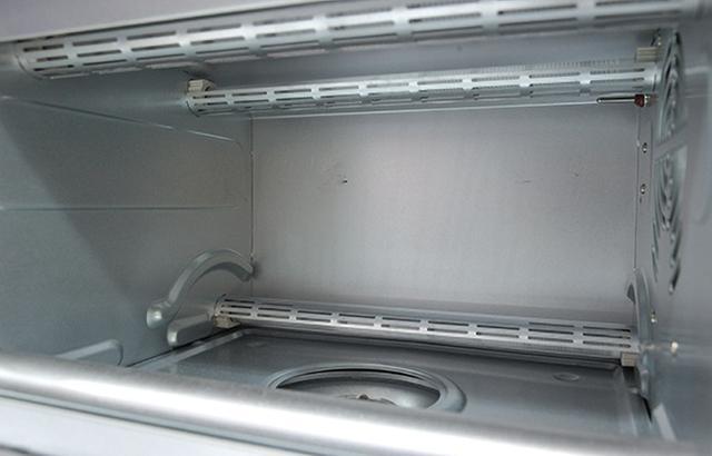 画像: ヒーター&ファンで庫内に熱風を行きわたらせる コンベクションタイプ 。