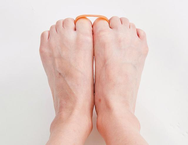 画像5: 【治る?】足底腱膜炎や外反母趾の原因「扁平足」を改善する方法 足のアーチを復活させる簡単体操