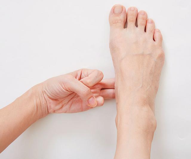 画像4: 【治る?】足底腱膜炎や外反母趾の原因「扁平足」を改善する方法 足のアーチを復活させる簡単体操