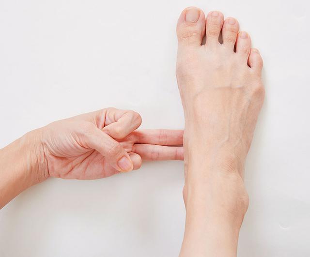 画像3: 【治る?】足底腱膜炎や外反母趾の原因「扁平足」を改善する方法 足のアーチを復活させる簡単体操