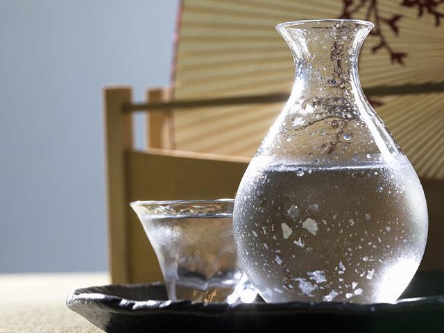 画像: お酒に含まれる酵素の働きが止まる温度帯がマイナス5℃前後。これが本冷凍庫で長期にわたって、日本酒をおいしく保存できる理由だ。