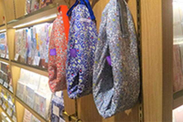 画像: YuYu Bottle リバティロンドンシリーズ(左から:ローズ、ブルー、パール)12,000円(+税)