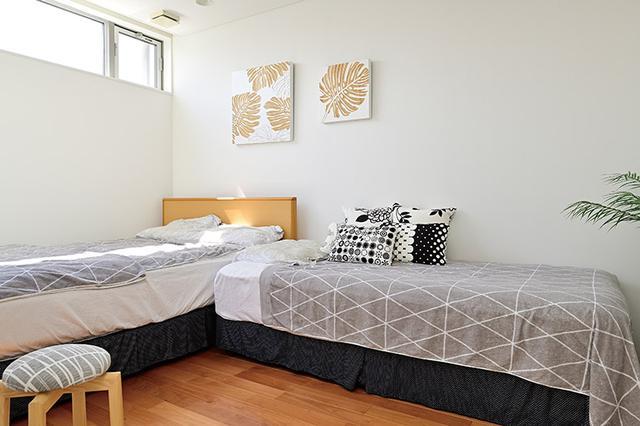 画像: 寝室もモノを置かないことでスッキリ