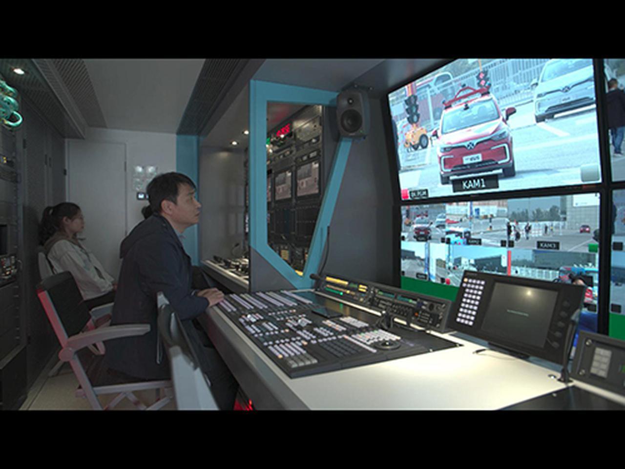 画像: 北京8K中継車内部(NHK提供)。