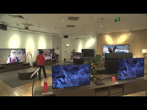 画像: 8Kテレビが売られている北京のテレビ販売店(NHK提供)