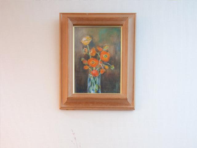 画像: 義妹が描いた絵や、旅先で買った家具やオブジェなど、思い入れのあるアートで居心地のいい空間に