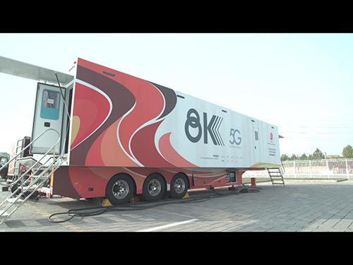 画像: 世界最大の北京の8K中継車(NHK提供)。