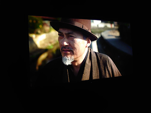 画像: NHK制作の8KドラマのNHK「浮世の画家」。老画家を渡辺謙が演じた(カンヌにて麻倉怜士撮影)。