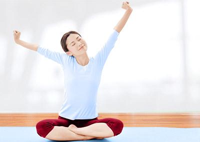 画像: うつぶせになると、呼吸器の機能が向上したり、自律神経のバランスが整う。 その結果、リラックスができてさまざまな不調が改善する