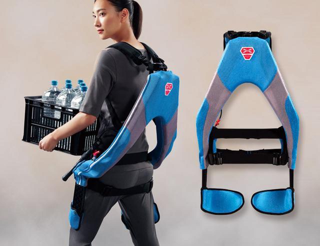 画像: スーツというよりリュックサックのような大きさで、最大 25.5キログラム重の補助力 を発揮する。背部の人工筋肉は 空気圧 で作動するため、電気は不要。スーツの重量も、3.8キロと軽量である。