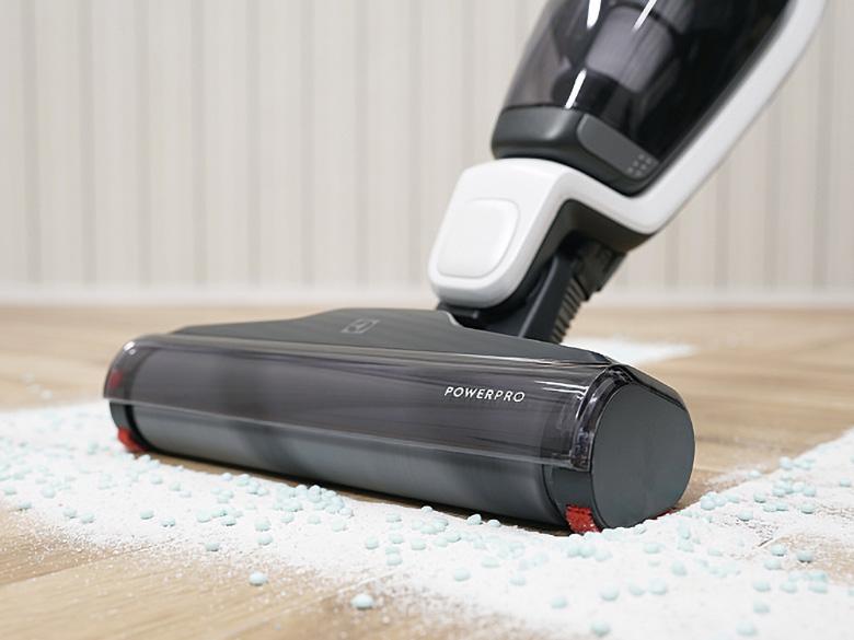 画像: 密度の高いソフト毛を採用した、パワープロ・ローラー。拭き取るよな掃除が可能だ。