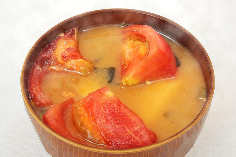 画像: トマトみそ汁の作り方