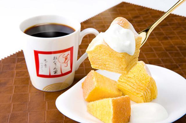 画像: パブリックスペース「リビングテラス」でコーヒーといっしょに。