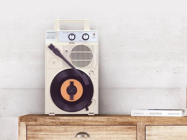 画像: 17センチのドーナツ盤であれば、棚に縦置きしたり、壁に掛けたりして再生することができる。レコード好きにとってはインテリアアイテムとしても楽しめる。