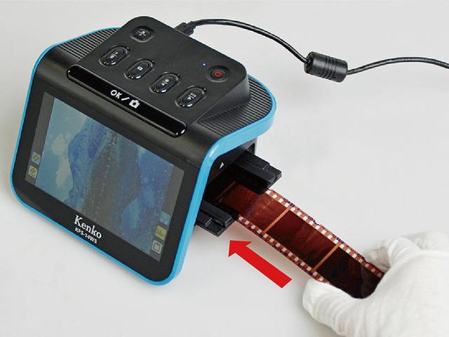画像: 2本め以降はホルダーを外さずにフィルムをセットできるので、ホルダーにセットし直す手間がかからない。たくさんのフィルムでも、煩雑にならず快適に取り込みを行える。