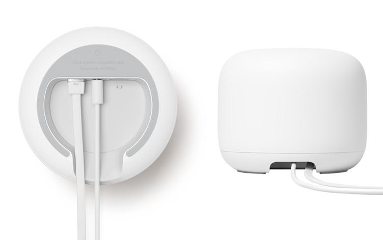 画像: ルーター本体には操作ボタンなどはなく、裏面には、電源端子とギガビット有線LAN端子が装備されている。