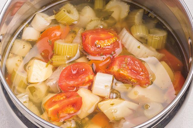 画像5: 作り方は7つの野菜を水だけでコトコト煮るだけ