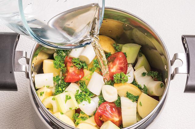 画像3: 作り方は7つの野菜を水だけでコトコト煮るだけ