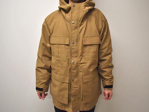 画像: 身長170センチの男性が「S1200 高撥水マウンテンパーカー」のLサイズを実際に着てみた感じ。