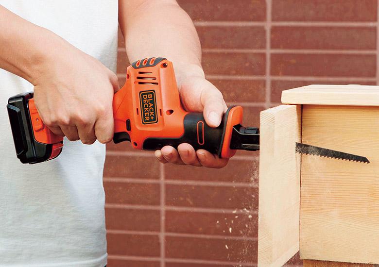 画像1: ブラック・アンド・デッカーの家庭用電動のこぎり「10.8V コードレスレシプロソー」厚い木材や金属パイプも切断できる