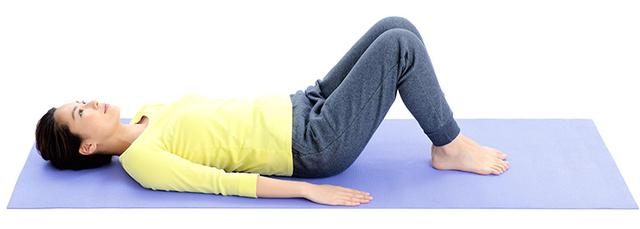 画像5: 1分で疲れが抜ける 「寝たままひざストレッチ」のやり方