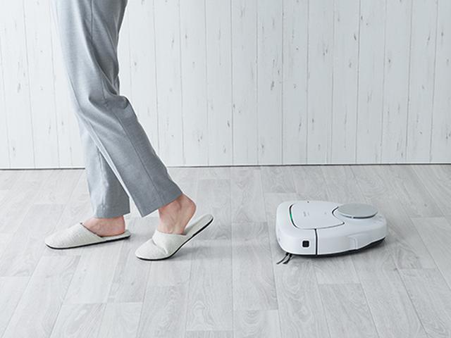 画像: 人の足の動きを認識して、まるでペットのように後ろをついてくる「otomo(おとも)」機能を搭載。掃除してほしいところで止まれば、そのまま掃除をするのが愛らしい。