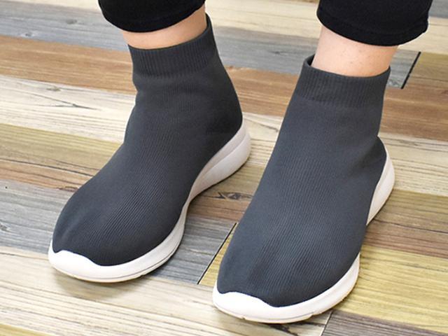 画像: 足のサイズ24.5cmの女性が着用