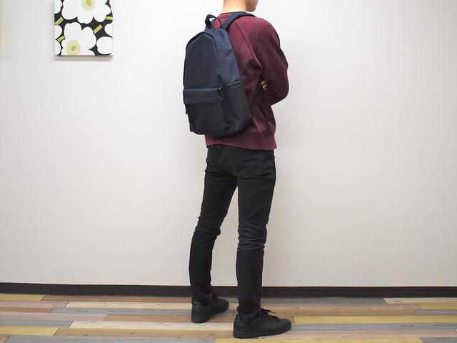 画像: シンプルさと機能性を兼ね備えた「肩の負担を軽くする 撥水 リュックサック ネイビー」