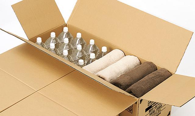 画像: ベッドのパーツを取り出したあとの空き箱は、衣類などの身の回り品や、避難所で配布される食料などの収納に活用できる。