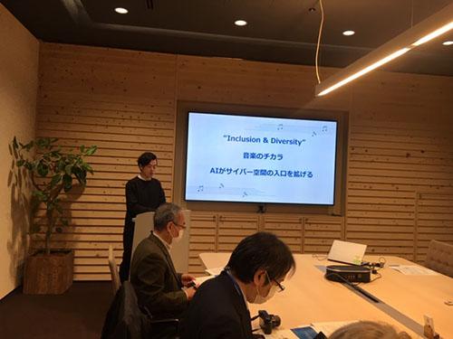 画像: 人の可能性を広げる「AI」の役割と「ANDCHESTRA」の関わりを説明するNEC IMC本部シニアマネージャーの茂木崇さん
