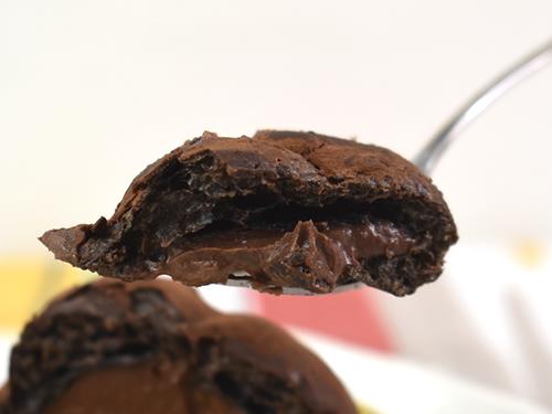 画像3: ビターなシューと濃いチョコが華麗にマッチング