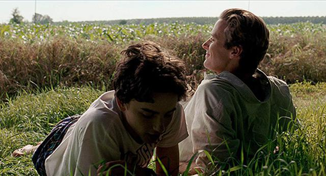 画像: 初めてのキスシーンになった草原でのカット。 www.amazon.co.jp