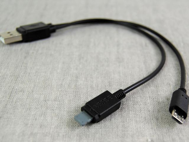 画像: モバイルバッテリーとスマホを同時に充電できる「充電専用ケーブル」